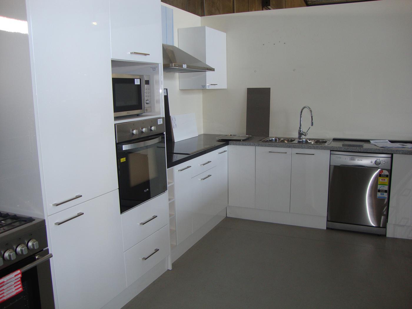 , 2 Pac Kitchens, Spray Paint Gold Coast